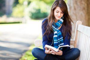 senang membaca